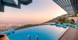 Faire construire une piscine à débordement : guide, conseils, fonctionnement et coût