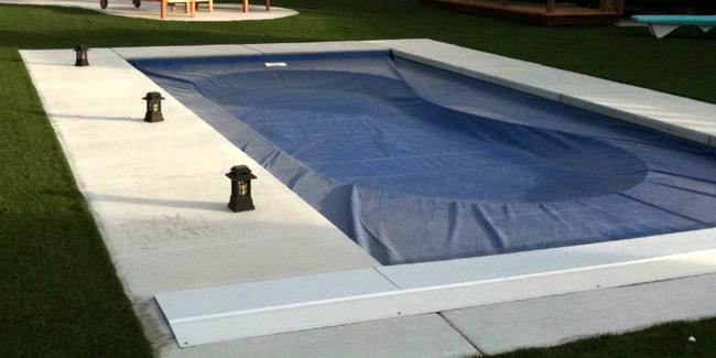 Comment choisir une bâche pour sa piscine ? Utilisation et coût