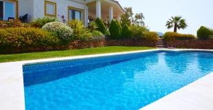 Quelles sont les dimensions standard d'une piscine privée ?