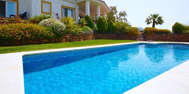 Quelles sont les dimensions standard d'une piscine ?