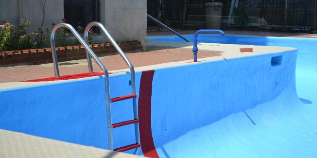 Comment vider une piscine : conseils et précautions