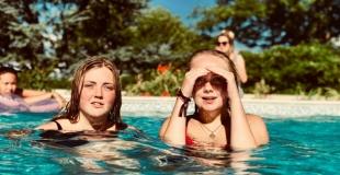 Achat groupé de piscines, une solution économique : conseils, avantages, inconvénients