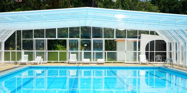 Abri de piscine avec ou sans permis de construire ? Explications