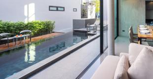 Osez la piscine noire grâce à une coque ou liner noir : explications