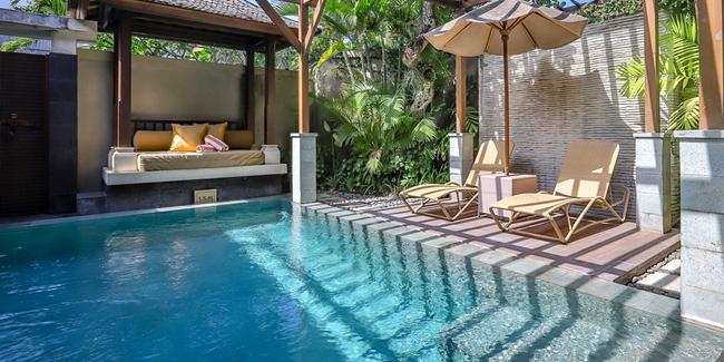 Qu'est-ce qu'une piscine in & out ? Avantages, inconvénients, coût