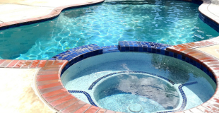Combien coûte une piscine avec spa ou jacuzzi intégré ?